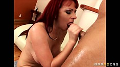 This thick bitch rides so we can see her ass as she gets it boned